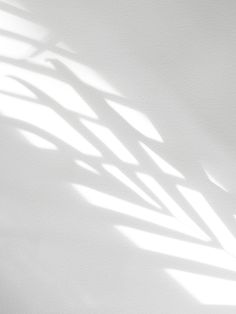 Slow mornings, when you wake up early and you feel well rested, are the best. Photo Backgrounds, Abstract Backgrounds, Minimalism Blog, Tableaux D'inspiration, Sun Blinds, Slow Mornings, Design Digital, Shadow Photography, Mood Images