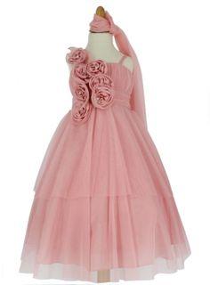 32,99 € - Jolie robe enfant pour mariage en tulle. Sur le buste de la robe une composition de fleur en satin avec à leur centre un strass.[...]