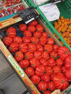 Tomatoes in a Paris market, photo by Jim Ewing