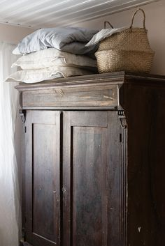 Vintage industrial style decor trends to make a lasting impression in your guest Muebles Shabby Chic, Interior Styling, Interior Design, Inspired Homes, Cozy House, Interior Inspiration, Style Inspiration, Living Room Decor, Sweet Home