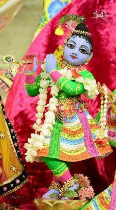 Krishna Images, Radhe Krishna, Lord Krishna, Clay Crafts, Deities, Dress Models, God, Dios, Krishna Pictures