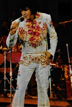 Elvis Presley Hawaii Rehearsal Concert - January 12,1973. Elvis Presley Hawaii, Elvis Aloha From Hawaii, Elvis Presley Photos, Elvis In Concert, Most Handsome Men, Most Beautiful Man, Great Love, Photos Du, Belle Photo