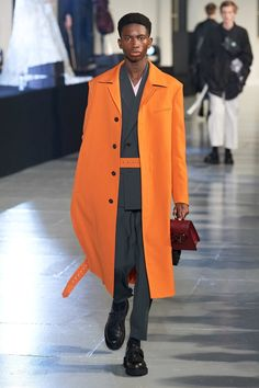 Valentino Fall 2020 Menswear Fashion Show Collection: See the complete Valentino Fall 2020 Menswear collection. Look 6 Vogue Japon, Fashion Week, Mens Fashion, Paris Fashion, Fall Fashion, Fashion Trends, Moda Paris, Paris Paris, Mens Fall