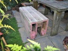 Vintage * Upcycled * Handmade * Homeware: Making furniture out of old pallets