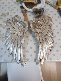 Angel Wings Drawing, Diy Angel Wings, Angel Wings Wall Decor, Diy Crafts For School, Diy Crafts For Home Decor, Angels Boutique, Metal Wings, 5 Min Crafts, Angel Crafts