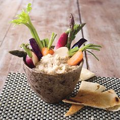 Yummy recipe for serving or snacking! // Balsamic Bean Dip with Fresh Veggies Healthy Snacks, Healthy Eating, Healthy Recipes, Healthy Tips, Dip Recipes, Veggie Recipes, Bean Recipes, Bean Dip, Appetizer Dips