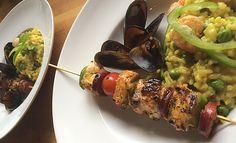De l'espadon mariné,  tendre à souhait préparé en brochettes, quelques fruits de mer et surtout un Risotto onctueux au lait de coco aux épices créoles (ou curry/curcuma). Laissez vous tenter à l'occasion d'un barbecue.