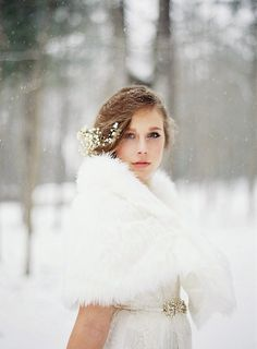 Pin for Later: 15 Ways to Wear Flowers in Your Hair at a Wedding Wintry Baby's Breath Photo by Laura Leslie Photography via Style Me Pretty Wedding Fur, Wedding Hair Flowers, Wedding Beauty, Wedding Shoot, Dream Wedding, Snowy Wedding, Woodsy Wedding, Blue Photography, Bridal Photography