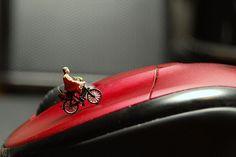 tiny side climbing mouse