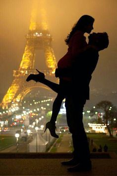 Love in Paris . to share a walk on the streets of Paris and kiss within view of the Eiffel tower . a dream moment of Romance! Paris 3, Paris City, Paris Night, Paris Love, Paris Ville, All You Need Is Love, Hopeless Romantic, I Smile, Belle Photo