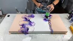 Easy Canvas Art, Diy Canvas, Acrylic Pouring Art, Acrylic Art, Canvas Painting Tutorials, Painting Techniques, Diy Resin Art, Diy Art, Pour Painting