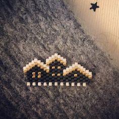 WEBSTA @ maryorigamy - Les P'tits Chalets Enneigés ! Plusieurs tailles en prévision ! ❄️#miyuki #brickstitch #jenfiledesperlesetjassume #createurfrancais #perle #chalet #neige