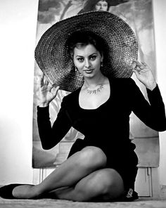 Sophia Loren - Photos Sophia Loren - The best Sophia Loren Images, Pictures, Photos, Icons and Wallpapers on RavePad! Divas, Vintage Hollywood, Hollywood Glamour, Marlene Dietrich, Brigitte Bardot, Loren Sofia, Old Hollywood Actresses, Classic Actresses, Beautiful Actresses