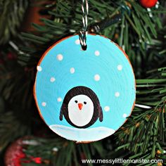 How to make fingerprint penguin wood slice Christmas ornaments. An easy kid - made Christmas ornament DIY for toddlers and preschoolers that doubles up as a keepsake. Great for a penguin, snow or winter project. Kids Make Christmas Ornaments, Penguin Ornaments, Felt Christmas Decorations, Holiday Crafts For Kids, Wooden Ornaments, Homemade Christmas Gifts, Ornament Crafts, Christmas Wood, Christmas Crafts