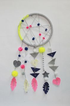traumfanger-selber-basteln-diy-farbe-lustig-neonfarben-grau-geometrische-figuren