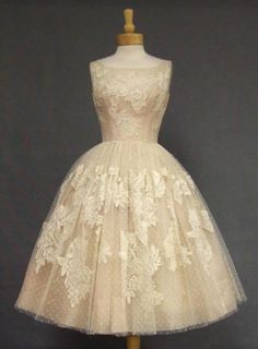 50S Inspired Wedding Dresses | 50s style wedding dress by voguevintage