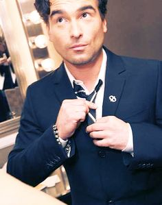 Johnny Galecki (because I will always love you as David on Roseanne and you're absolutely adorable as Leonard on Big Bang Theory)