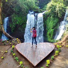 Tak ada habisnya membahas trend tempat-tempat baru yang tergolong indah di Purwokerto. Tentunya dengan adanya spot baru wisata ini juga men...