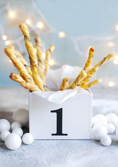 Meglepetés magazin 2015. 49. hét, Karácsonyi aprósütik My Favorite Food, Favorite Recipes, My Favorite Things, Healthy Treats, Xmas, Christmas, Glass Of Milk, Baking, Breakfast