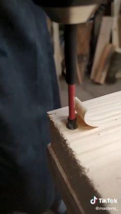 How to hide wood screws Diy Wood Projects Hide Screws Wood Woodworking Workshop, Woodworking Projects Diy, Woodworking Shop, Popular Woodworking, Diy Wooden Projects, Wooden Diy, Wood Crafts, Diy Furniture Videos, Diy Furniture Projects