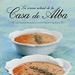 CELADA, EVA. La cocina de la Casa de Alba (641 CEL coc) Libro de Eva Celada, que recoge las recetas que se cocinan en la actualidad en las residencias de la familia de Cayetana Fitz-James Stuart, XVIII Duquesa de Alba. Muchas de esas recetas son realmente sencillas, venidas del recetario popular español, como el gazpacho, que además de figurar en sus preparaciones más tradicionales, ocupa un capítulo entero revisitado con lechuga, melón, remolacha o zanahoria. Son los gazpachos de Cayetana.