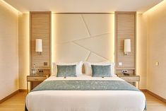 Examine this significant graphic and also browse through the here and now help and advice on bedroom furniture modern Hotel Bedroom Design, Bedroom False Ceiling Design, Bedroom Wall Designs, Bedroom Furniture Design, Design Hotel, Down Ceiling Design, Bed Designs, Furniture Ideas, Bedroom Ideas