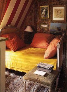 少しエスニックな色調のインテリアが、なんだか貿易都市のプチホテルにいるような気分にさせてくれます。