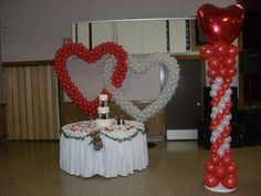 Interlocking balloon hearts and column Wedding Ballons, Wedding Balloon Decorations, Balloon Designs, Daddy Daughter Dance, Diy Photo, Confetti, Backdrops, Centerpieces, Projects To Try