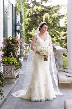 Traditional elgance: http://www.stylemepretty.com/illinois-weddings/chicago/2015/04/23/elegant-university-club-of-chicago-wedding/ | Photography: Averyhouse - http://galleries.averyhouse.net/