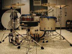 incredible looking drum kits! Drums Studio, Vintage Drums, How To Play Drums, Drummer Boy, Drum Machine, Drum Sets, Snare Drum, Music Stuff, Trumpet