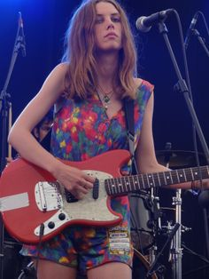 Ellie Roswell from the band Wolf Alice, and one of the most gorgeous rockers i've seen in a really long time, an amazing guitarist as well.