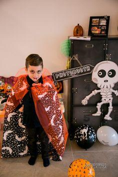 Deguisements d'Halloween facile pour enfant sur le blog: Dracula, suqelette, pirate, sorcier, dia de los muertos, super hero.. Halloween photobooth party deco decoration deguisement enfants family blog by modaliza photoblog