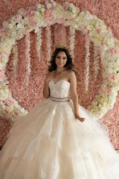 10 perfect arcs and garlands for your quince dcor best red quinceanera decorations Quinceanera Dress Stores, Robes Quinceanera, Pretty Quinceanera Dresses, Quinceanera Decorations, Invitations Quinceanera, Quinceanera Planning, Quinceanera Ideas, Quince Themes, Quince Decorations