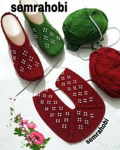 Görüntünün olası içeriği: ayakkabılar Knitting TechniquesCrochet For BeginnersCrochet ProjectsCrochet Ideas Loom Knitting, Knitting Patterns Free, Free Knitting, Knitting Socks, Baby Knitting, Crochet Patterns, Gestrickte Booties, Knitted Booties, Knitted Slippers