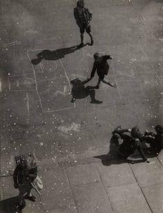 Nigel Henderson, Chisenhale Road, 1951