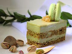 Little Pistachio Cake Pistachio Recipes, Pistachio Cake, Just Desserts, Delicious Desserts, Yummy Food, Mini Cakes, Cupcake Cakes, Macaron Cake, Cupcakes