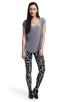 Get the latest lightweight tees and leggings from Nike Sportswear for a look that's current and comfortable.