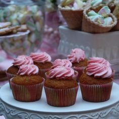 BATTESIMO AL CASTELLO #baptism #sweet #pink #party #cake #cupcake #elisabettacardanievents #elisabettacardaniflowers