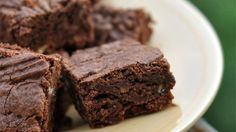 Fudgy Brownies from scratch but made with unsweetened cocoa powder - most recipes call for the actual hard chocolate. Fudgy Brownie Recipe, Vegan Brownie, Brownie Recipes, Cookie Recipes, Homemade Brownies, Best Brownies, Fudgy Brownies, Cocoa Brownies, Just Desserts