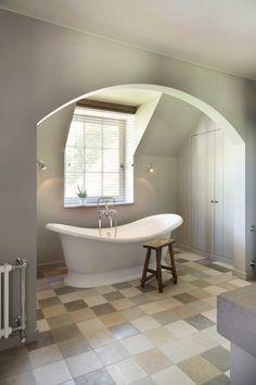 Huis in pastoriestijl nabij Sint-Niklaas - Wonen Landelijke Stijl Style Oriental, Double Vitrage, Clawfoot Bathtub, Cool Furniture, New Homes, Farmhouse, Bathroom, Interior, Baths