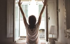 A morning routine is a great way to maximize every moment of time you have before starting off your day. However, finding a good self-care morning routine Beauty Essentials, Dietas Detox, How To Express Feelings, Morning Habits, Morning Routines, Daily Routines, Morning Ritual, Miracle Morning, Morning Meditation