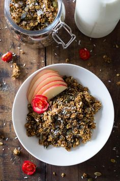 It's pretty much PUMPKIN SEASON!!!! Wheeee! My favorite time of the year and I want to celebrate with this insanely delicious Healthy Pumpkin Granola. Get in the mood for fall right from the moment you wake up :)