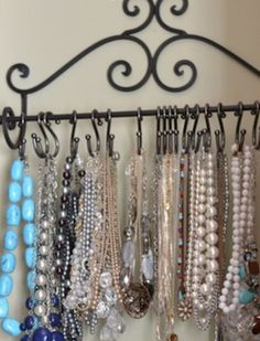 200 DIY Dollar Store Organization and Storage Ideas Schmuck & Nagellack Dollar Store Organisation Schmuck Turm Tassen + Untertassen + … Diy Organizer, Jewelry Organization, Bedroom Organization, Organization Ideas, Kitchen Organization, Kitchen Storage, Bathroom Storage, Storage Organizers, Dollar Tree Candle Holders