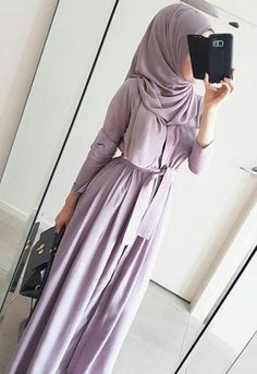 Lilac abaya giving a silhouette - check out: Esma <3
