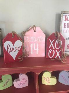Valentine& Day Farmhouse Tags February Love Sign XOXO Valentines Home Deco . Valentine Wreath, Valentine Day Crafts, Holiday Crafts, Holiday Decor, Pinterest Valentines, Valentine's Day Quotes, Her Wallpaper, Saint Valentin Diy, Valentines Bricolage