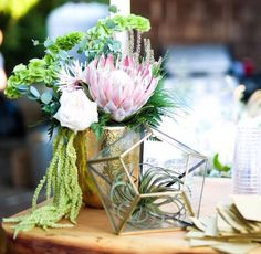 Table display - gorgeous flowers, gold, elegance meets bohemian