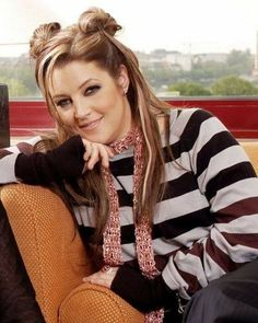 Lisa Marie Presley Photo: This Photo was uploaded by priscillapresley. Find other Lisa Marie Presley pictures and photos or upload your own with Photobu. Elvis And Priscilla, Lisa Marie Presley, Priscilla Presley, Elvis Presley Graceland, Billy Corgan, Hollywood, Celebrities, Hair Styles, Pictures