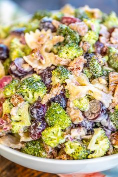Broccoli Grape Pasta Salad Broccoli Grape Pasta Salad – great for all your summer cookouts! SO easy to make! Brocolli Salad, Broccoli Pasta Salads, Fresh Broccoli, Pasta Salad Recipes, Healthy Salad Recipes, Broccoli Recipes, Chicken Broccoli, Healthy Food, Pea Salad