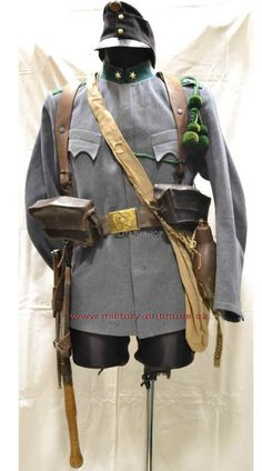 Austro-Hungarian Army - Note the identifying deeply scalloped pocket flaps; the Feldkappe; the lanyard and the belt buckle. The six-point star on the collar indicates this is a lieutenant's uniform. WW1.