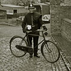 """1829 - London's reorganized police force goes on duty. British Home Secretary Sir Robert Peel introduced the legislation establishing a new police force, earning the popular nickname for London police as """"Bobbies"""" or """"Peelers. Victorian London, Vintage London, Old London, London History, British History, Asian History, Tudor History, Old Photos, Vintage Photos"""